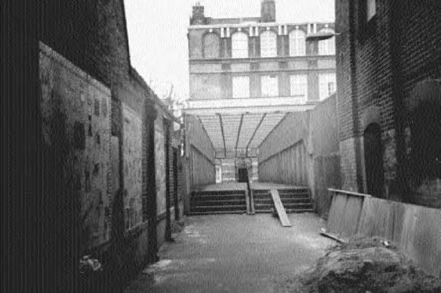 Wood's Buildings, looking from Whitechapel Road toward what was Winthrop Street and the school. If Jack was disturbed by the approach of Charles Cross, he may well have escaped by dashing around the school and running down this alleyway toward the point from which the photograph was taken.