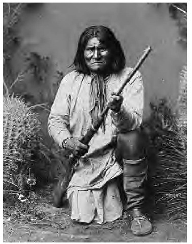 When soldiers killed a White Mountain Apache medicine man in 1881, Geronimo, a Southern Band shaman pictured here in 1886, led a group of Chiricahua away from the disease-ridden San Carlos Reservation.