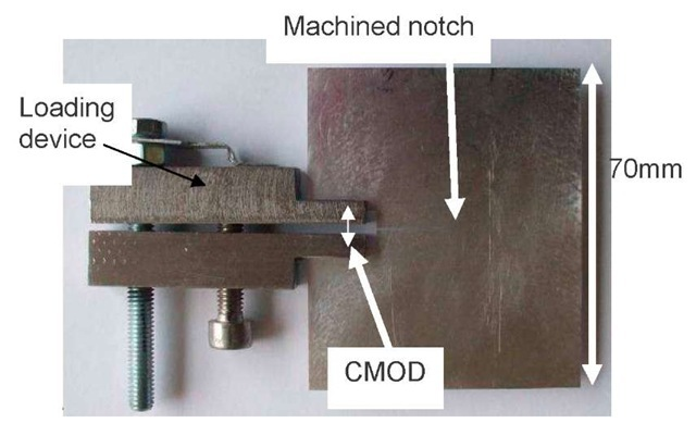 In situ loading device and 1 mm thick notched sample