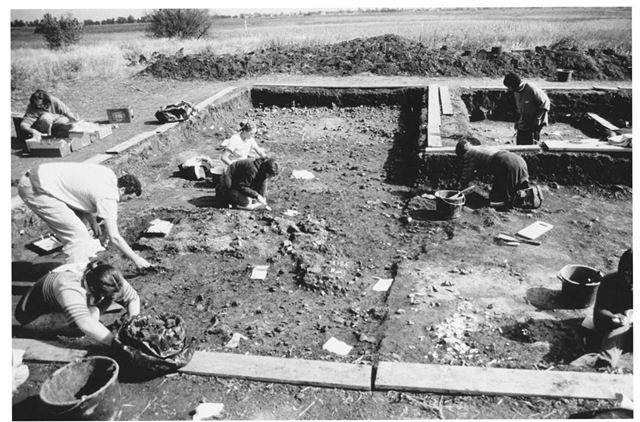 Excavation in 2001 of the occupation at Ecsegfalva 23, one of a series of sites near the northern limits of the Koros culture on the Great Hungarian Plain, showing remains of a burnt structure.
