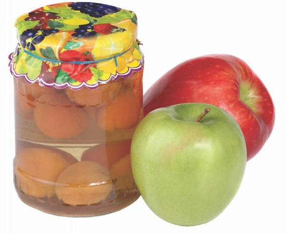 Fruit compote can be made with practically any fruit. It can be served right away or put up in jars as gifts.